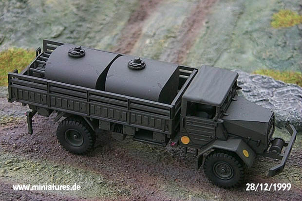 Fuel truck with 4600 l tank plant, 1:87 H0 Modellbau ROCO 421