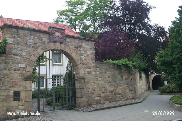 Gate und Wall on Cathedral Square