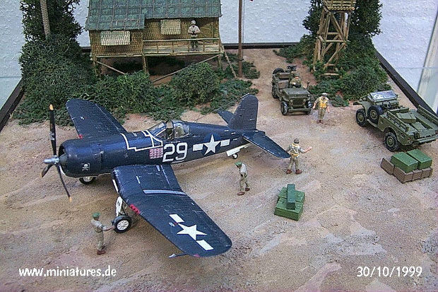 Pacific War Diorama featuring F4 U1 Corsair, 1:72 Revell 04112